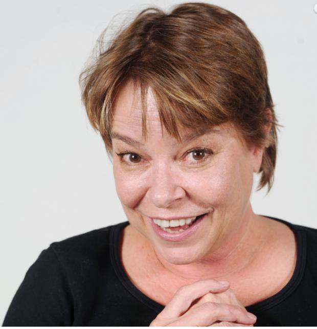 la ex azafata del Un, dos, tres, trabaja ahora como profesora en Child's Play.