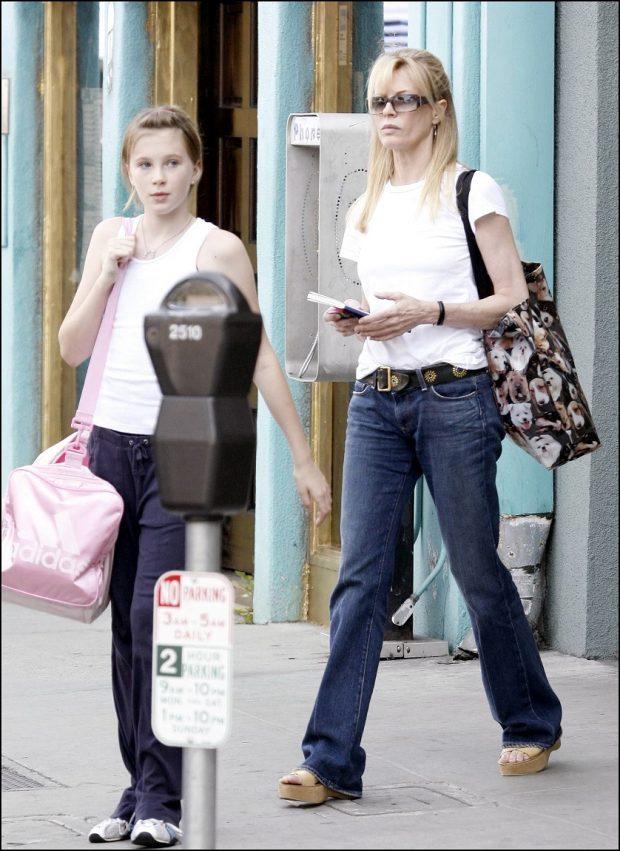 La actriz Kim Basinger con su hija Irland en 2006.