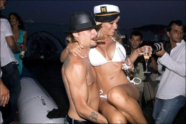 Boda de Pamela Anderson y Kid Rock en Nikky Beach (Saint-Tropez), el 29 de julio de 2006. (GTRES)