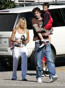 Pamela Anderson, Tommy Lee, ya divorciados, con su hijo en enero de 2004. (GTRES)