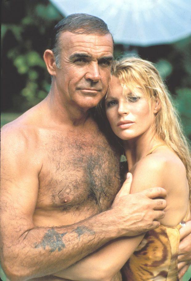 Sean Connery y Kim Basinger en 'Nunca digas nunca jamás'.