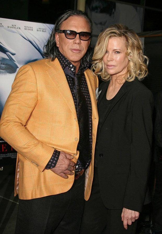 Mickey Rourke y Kim Basinger, reunidos 23 años después de 'Nueve semanas y media', en 2009. (GTRES)