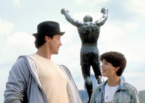 Sylvester Stallone y su hijo Sage Stallone como Rocky Balboa y Rocky Balboa Jr. en la película 'Rocky V' (1990).
