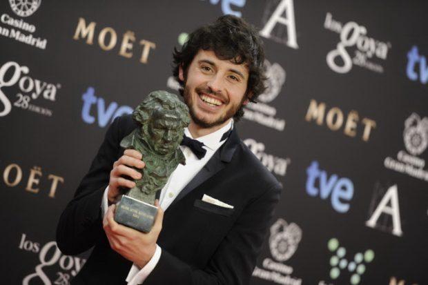 Javier Pereira con su premio Goya en 2014.