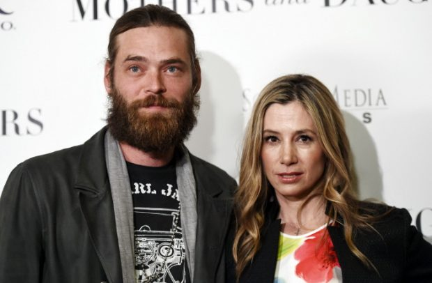 Mira Sorvino y su marido Christopher Backus en abril de 2016.