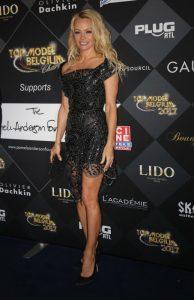 La actriz Pamela Anderson en París