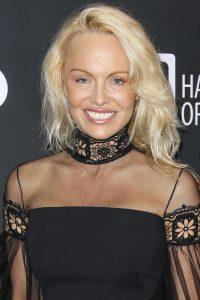 Pamela Anderson en el evento solidario SeanPenn & Friends Haiti Rising Gala en beverly Hills, en enero de 2017