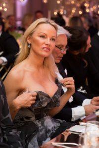 """La actriz Pamela Anderson en la gala """"The Best Awards"""" en París"""