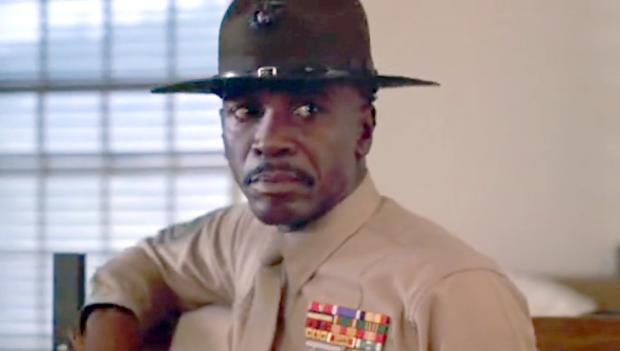 Louis Gossett Jr. en su papel de sargento Foley en 'Oficial y Caballero' (1982)