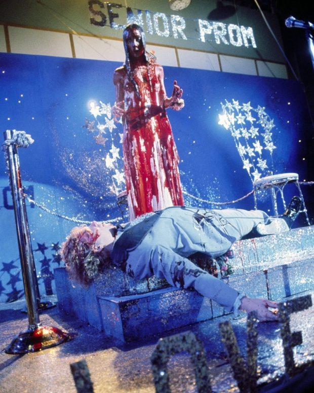 Sissy Spacek y William Katt en uno de los momentos más célebres de 'Carrie'.