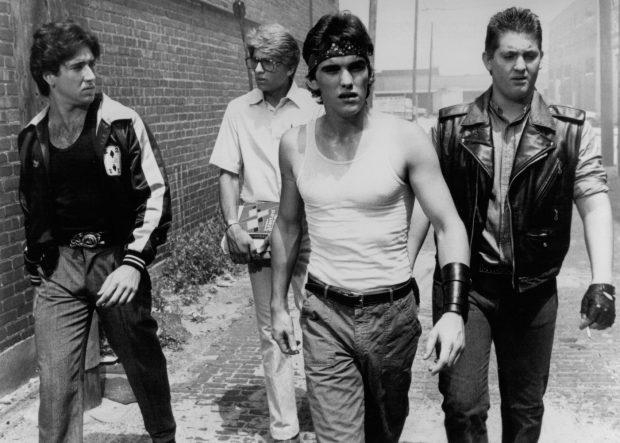 Chris Penn (a la derecha) con Nicolas Cage, Matt Dillon y Vincent Spano en 'La Ley de la calle', de Coppola