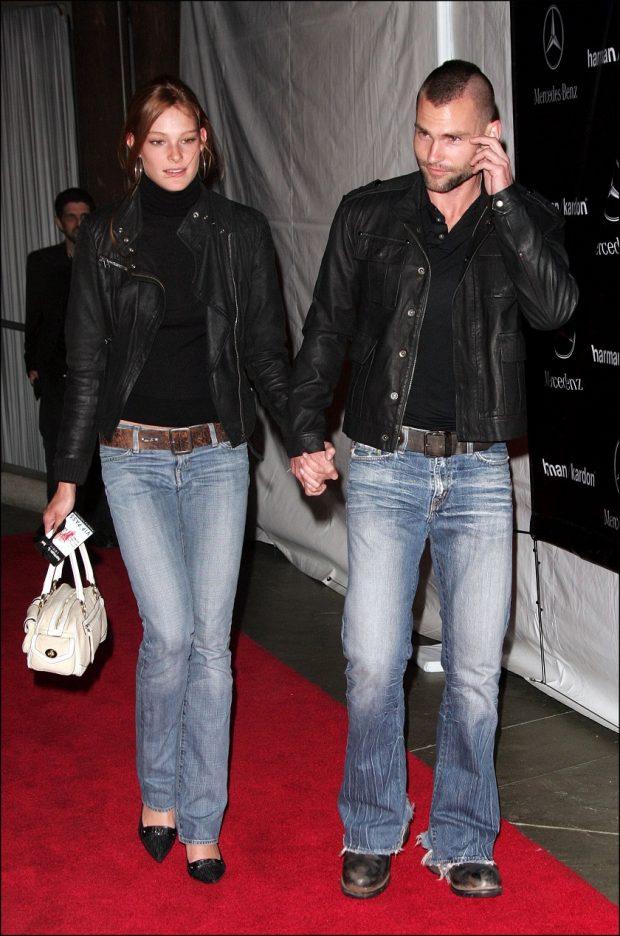 Seann William Scott y la modelo Deanna Miller durante su relación en noviembre de 2005