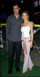 Sarah Michelle Gellar y Freddie Prinze cuando aún eran novios, en agosto de 2001. (GTRES)
