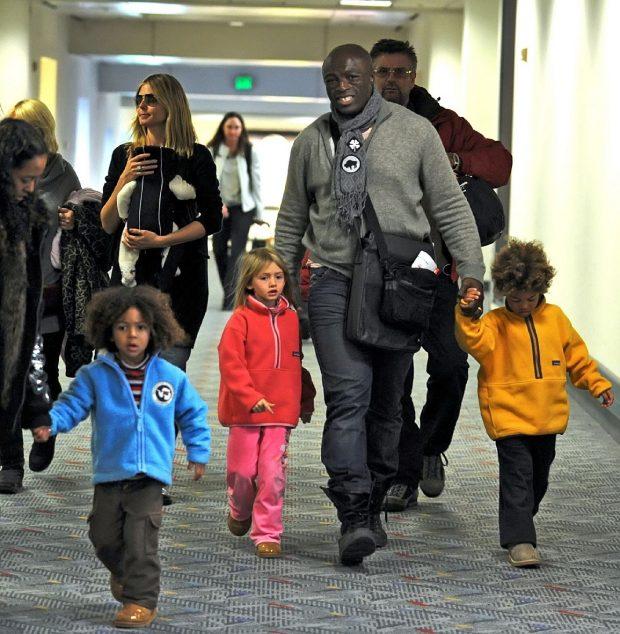 Heidi Klum y Seal con sus hijos Leni, Henry, Johan y Lou en el aeropuerto de Los Ángeles en enero de 2007.