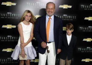 Con sus hijos Mason y Jude, concebidos por maternidad subrogada con su tercera mujer, en junio de 2014.
