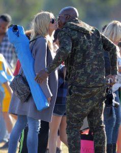 Heidi Klum y Seal se saludan amistosamente en un encuentro familiar en California en noviembre de 2015.