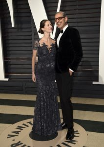 Jeff Goldblum y Emilie Livingston en la fiesta de los Oscar en 2017