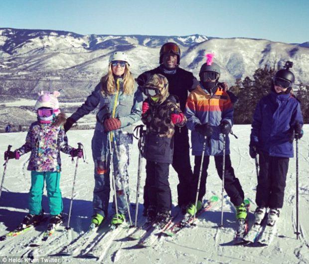 Heidi Klum, Seal y sus hijos esquiando en Aspen (Estados Unidos), en una imagen publicada por la modelo en su cuenta de Twitter