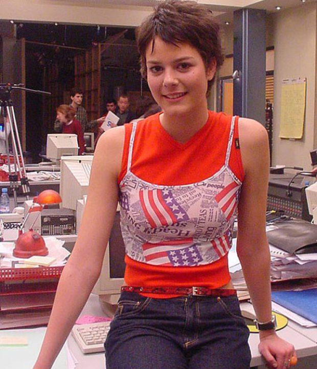 Isabel Aboy en una imagen de la serie 'Periodistas', donde encarnó a la becaria de la redacción.