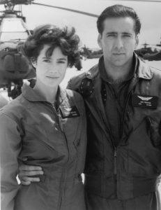 Sean Young en un fotograma de la película 'Pájaros de fuego' junto a Nicolas Cage.