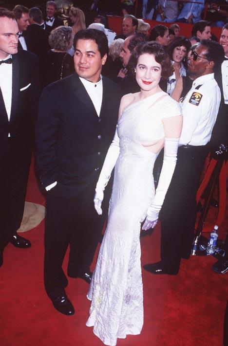 Sean Young con su marido Robert Lujan en la gala de los Oscar de 1996.