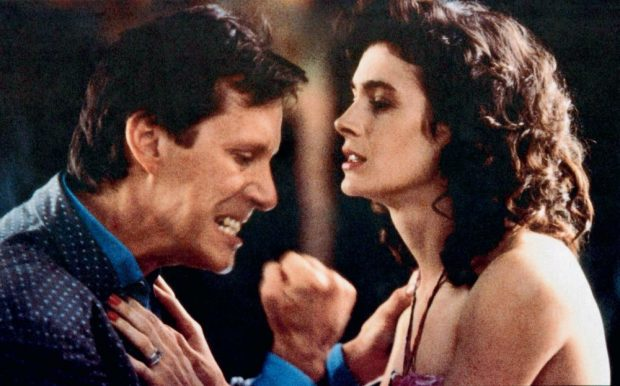 Sean Young y James Woods en una escena de 'Impulso sensual', en 1988