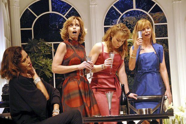 Arancha del Sol (izquierda) con Carla Duval, Lara Dibildos y Juncal Rivero en la presentación de la obra de teatro 'Brujas' en febrero de 2010 en Madrid.