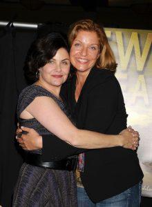 Sherilyn Fenn y Sheryl Lee en noviembre de 2010. (GTRES)