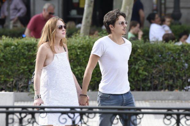Lindsay Lohan y Egor Tarabasov paseando por el centro de Madrid en junio de 2016.