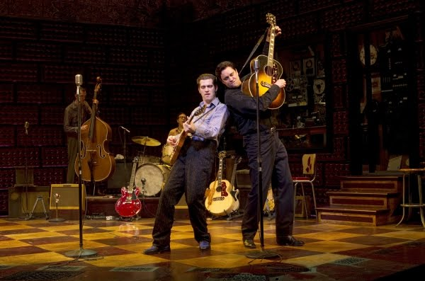 Lance Guest y Robert Britton Lyons en el musical 'Million Dollar Quartet' en Broadway.