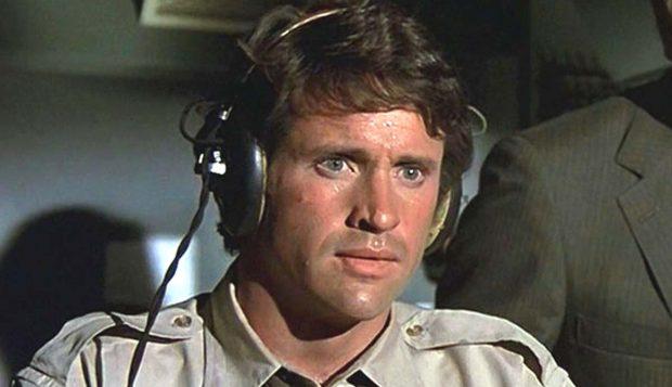 El actor Robert Hays en el papel del expiloto Ted Striker en 'Aterriza como puedas' (1980).