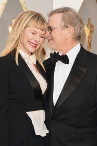 Steven Spielberg y Kate Capshaw en los Oscar de 2016.