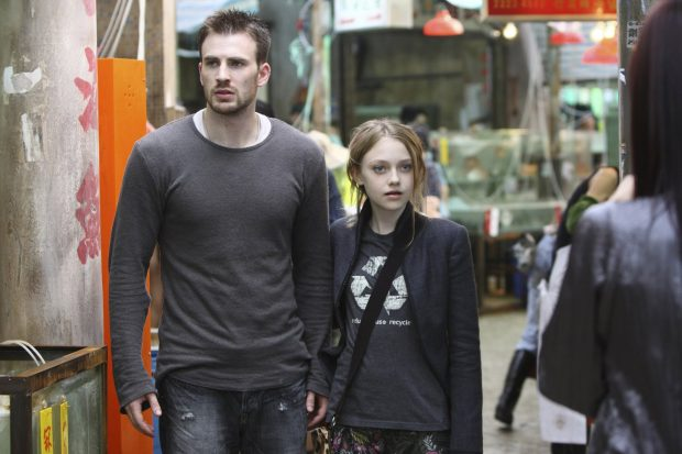 Chris-Evans-y-Dakota-Fanning-push
