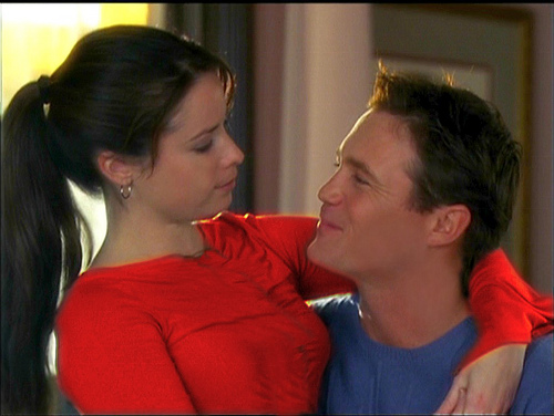 holly-marie-combs-y-brian-krause-en-embrujadas