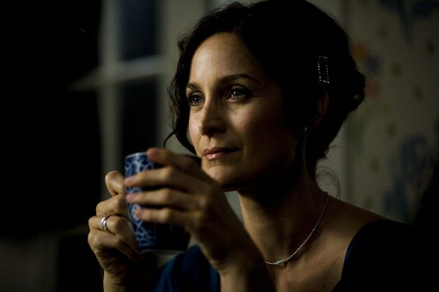 carrie-anne-moss-love-hurts