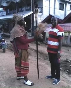 El Chief charlando con el doctor César