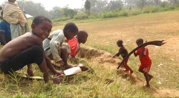 Niños jugando en Widikum