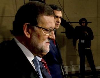 Mariano Rajoy  y  Pedro Sánchez a su llegada al debate (Juanjo Martín/EFE).