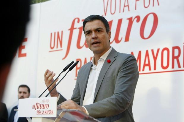 Pedro Sánchez este miércoles en un mitin del PSOE en Elche. (EFE/Morell)