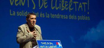 Arnaldo Otegi en el debate sobre soberanismo impulsado por el Centro Internacional Escarré para las Minorías Étnicas y las Naciones (Ciemen) ante 1.200 personas en la Fábrica de Creación Fabra i Coats de Barcelona.
