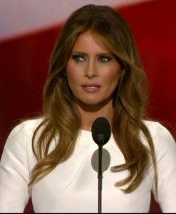 Expresión facial de miedo de Melania Trump