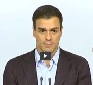 Captura del vídeo de la dimisión de Pedro Sánchez. Expresión de la emoción de tristeza.