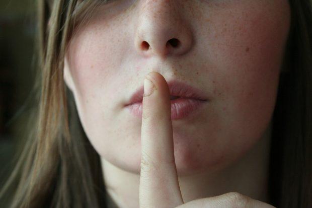 Secret Lips Woman Free Picture / Needpix