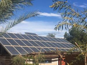 Tejado con 40 placas fotovoltaicas con potencia nominal de 5 kW