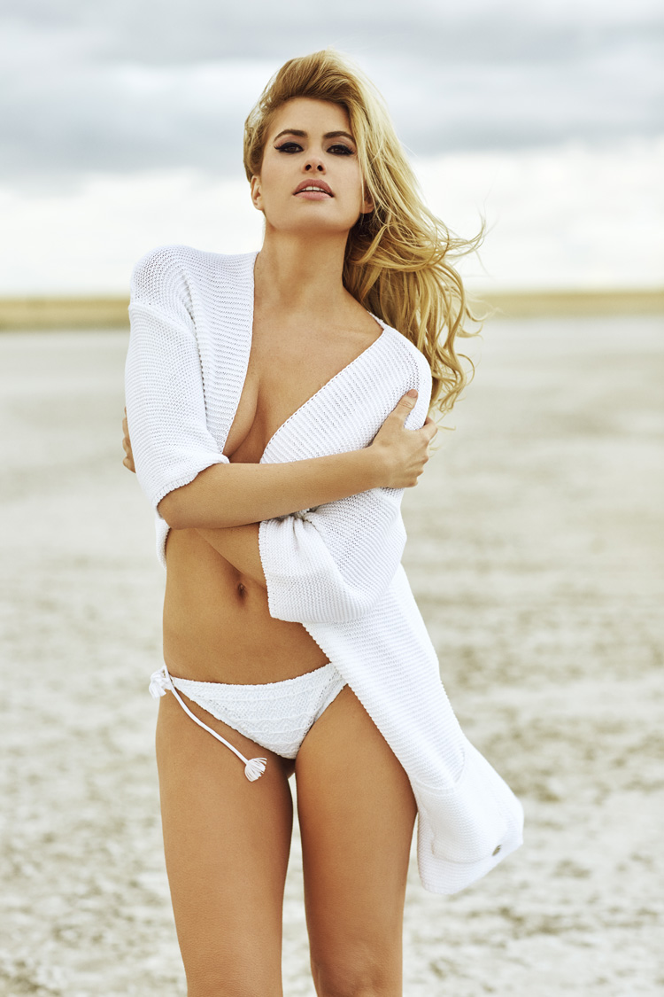 Desnuda En Terreno Lunar Para La Revista Fhm