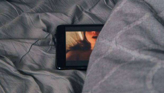 Móbil entre sábanas