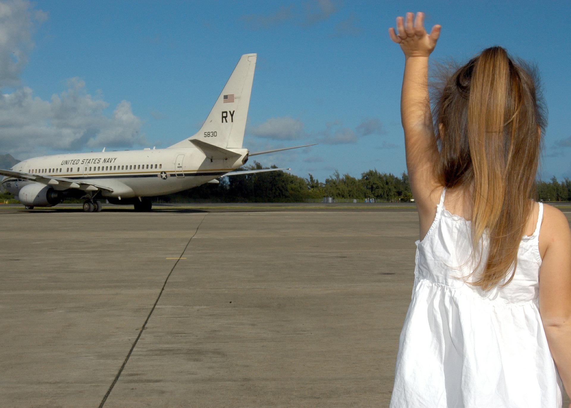 child-waving-goodbye-595429_1920