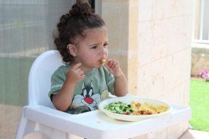 Niño comida