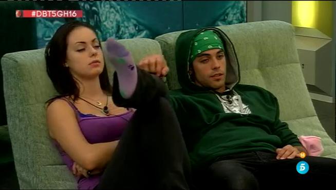 Niedziela, con el calcetín lleno de mierda y Vera, en su momento más seductor.