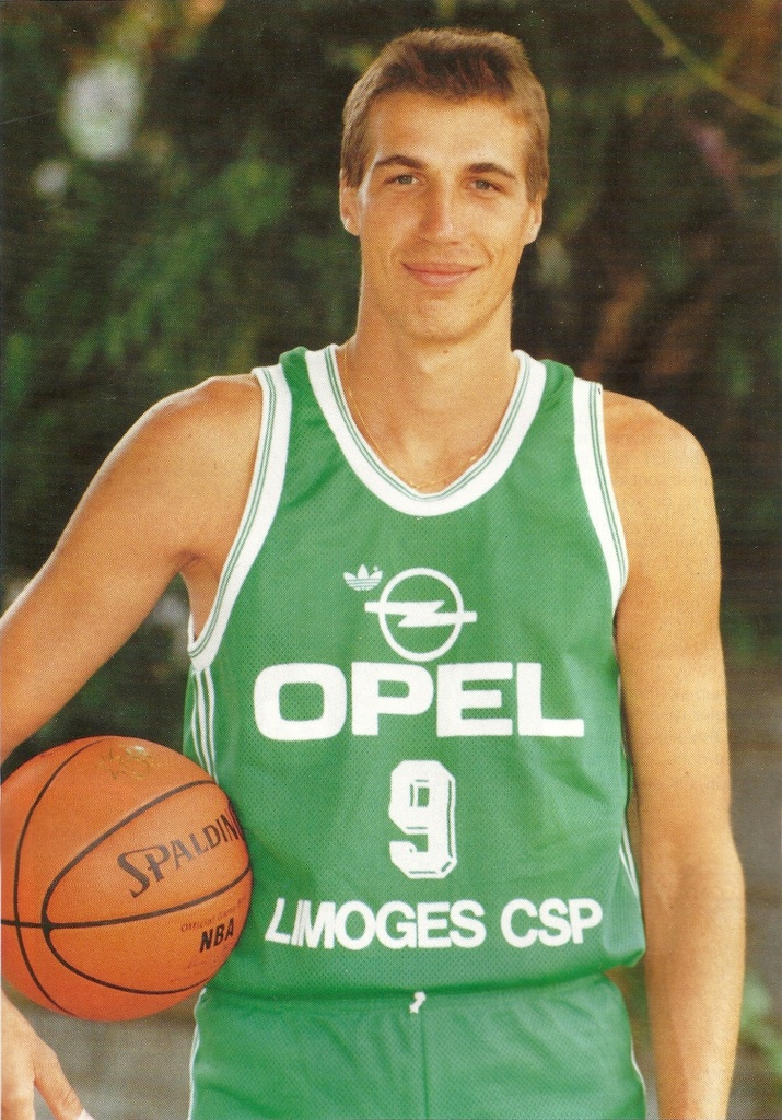 Ostrowski, con la camiseta del Limoges (PANINI).